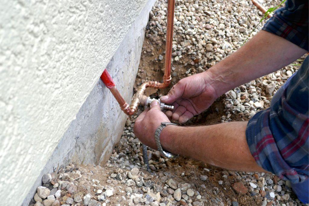 Outdoor-Faucet-Plumbing